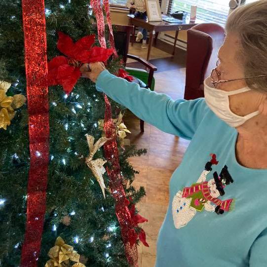 Autumn Ridge Residences | Senior decorating a holiday tree